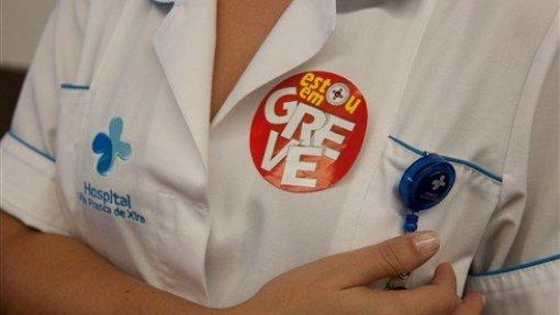 Enfermeiros suspendem greve até quarta-feira