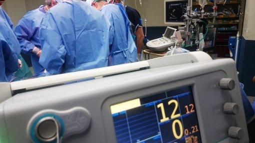 'Burnout' e violência contra médicos levam Ordem a criar gabinete de apoio