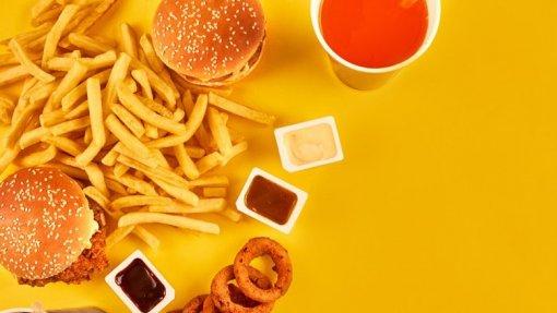 Lei que proíbe publicitar alimentos nocivos para crianças entra em vigor, mas sem efeitos práticos