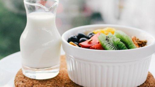 DGS vai avaliar programa para distribuir leite e fruta nas escolas financiado pela UE