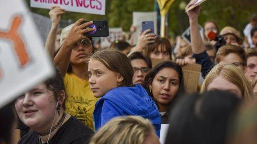 """Clima: Jovens mobilizam-se para """"greve mundial"""""""