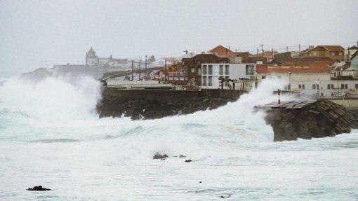 IPMA emite aviso vermelho nos grupos Ocidental e Central dos Açores