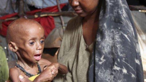 Uma em cada três crianças menores de 5 anos sofre de desnutrição ou excesso de peso