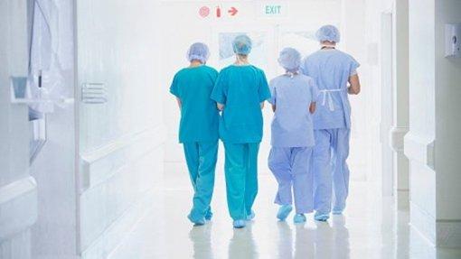 Saúde/OCDE: Médicos e enfermeiros portugueses dos poucos com redução salarial entre 2010 e 2017