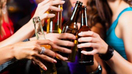 Saúde/OCDE: Portugueses reduziram consumo de álcool em dois litros numa década