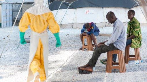 Epidemia de Ébola perde força e tende a desaparecer nos próximos meses