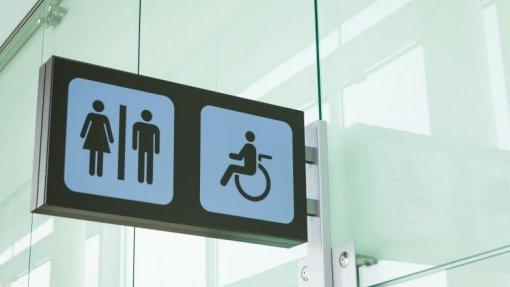 AR aprova resoluções para facilitar acesso de cidadãos com doença inflamatória do intestino a WC públicos