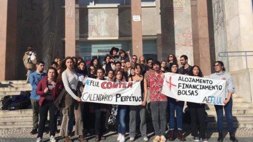 """Estudantes de Letras de Lisboa contra """"calendário perpétuo"""" e falta de condições"""