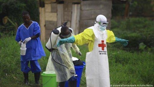 Ébola: Três elementos de equipas de saúde mortos em ataque armado