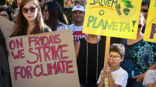 Greve climática volta hoje às ruas em Portugal e envolve 157 países