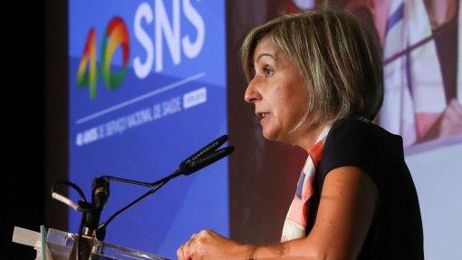 """""""Não se pode fazer ligação direta entre pedido de certificado de médicos e emigração"""" garante a Ministra da Saúde"""