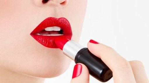Deco deteta em batons vermelhos substâncias que podem ter efeitos negativos na saúde