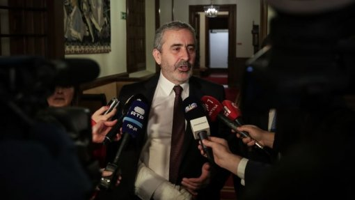 """PSD diz que orçamento é """"de continuidade por más razões"""" e teria caminho diferente"""