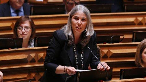 PSD quer que Governo coloque ambulância em Azeméis e pague dívida aos bombeiros locais