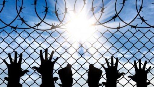 """Direitos Humanos: EUA mantêm """"políticas desumanas"""", racismo e dificultam direito à saúde"""