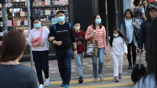 Autoridades admitem que vírus detetado na China possa ser transmissível entre humanos