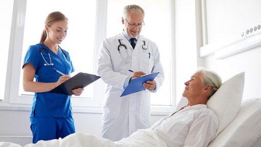 Em metade das equipas de cuidados paliativos os médicos têm nove minutos ou menos por doente