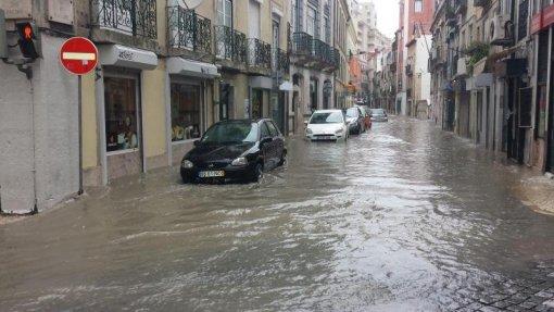Mau tempo: Bombeiros registaram 51 ocorrências em Lisboa devido à chuva