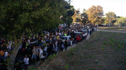 Centenas de alunos, pais e professores marcham em Camarate contra o amianto