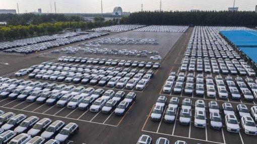Vendas de automóveis caem na China em janeiro e prolongam crise do setor