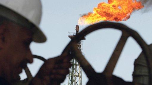 "Covid-19: Procura de petróleo foi ""duramente atingida"" - AIE"