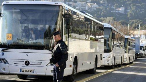 Covid-19: 181 franceses repatriados de Wuhan saem de quarentena