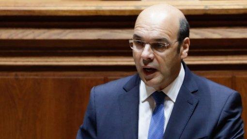 """Covid-19: Ministro da Economia desconhece situação """"que careça de atenção maior"""""""