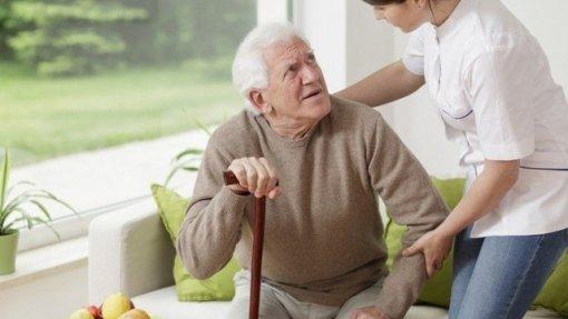 Covid-19: Espanha e Itália restringem visitas a idosos em asilos