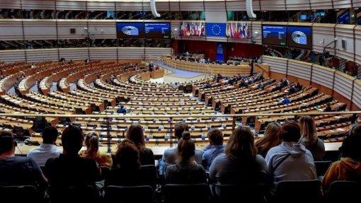 Covid-19: Parlamento Europeu debate resposta da UE em sessão 'minimalista'