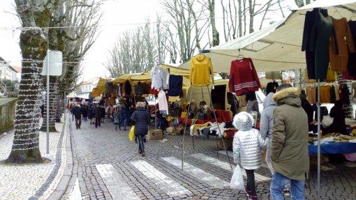 """Covid-19: Feirantes consideram """"lamentável"""" decisão de manter encerrados mercados municipais"""