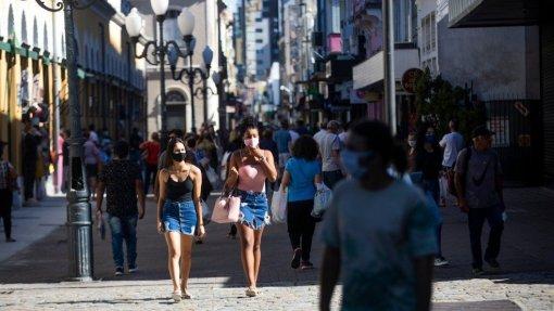 Covid-19: Compras em loja aumentam 12% e aproximam-se do pré-pandemia - SIBS