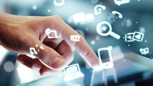 Covid-19: Comissão Europeia quer cooperar com tecnológicas para 'apps' de rastreamento