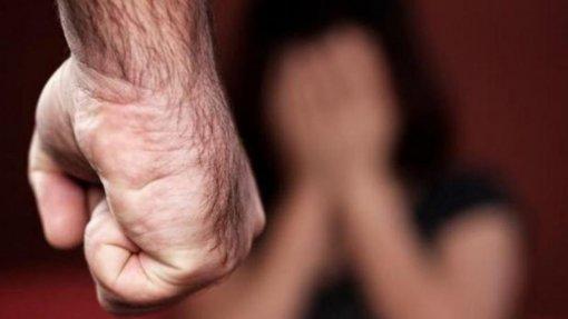 """Covid-19: """"Violência de género é uma pandemia dentro da pandemia"""" - especialistas"""