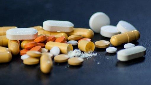 Reumatologistas alertam para excesso de prescrição de opioides para tratar a dor