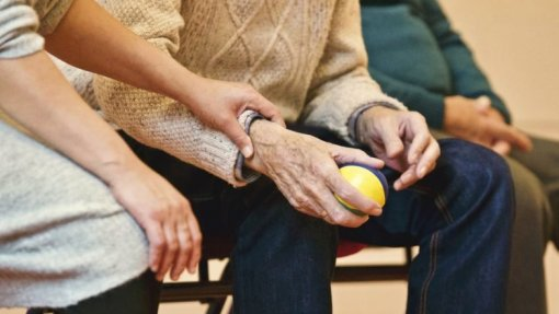 Covid-19: DGS e Segurança Social lança em breve regras para reabertura de centros de dia
