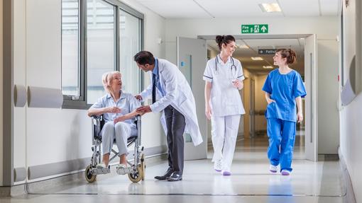 Covid-19: Governo contrata 4.300 profissionais de saúde para reforçar combate à pandemia