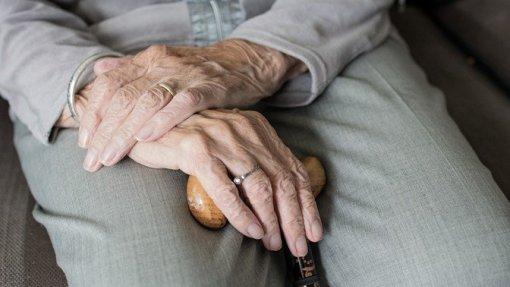 Covid-19: Brigadas distritais de intervenção rápida para conter surtos em lares de idosos