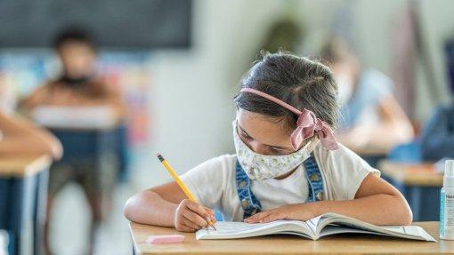 Covid-19: JPP quer saber quais as orientações dadas a escolas para casos positivos