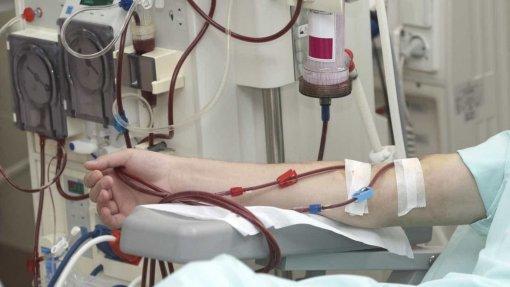 Covid-19: Açores começaram hoje a vacinar doentes que fazem hemodiálise