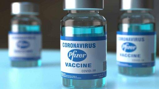 Covid-19: UE compra mais 50 milhões de doses da vacina da Pfizer após problemas da J&J