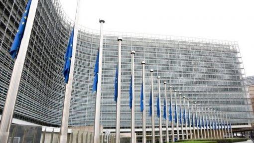 Confiança na UE desce na pandemia mas há sólido apoio à continuação do bloco - Relatório