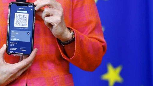 Covid-19: PR promulga diploma que executa certificado digital europeu em Portugal