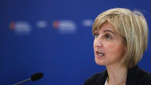 Covid-19: Ministra da Saúde alerta que a máscara não é para deitar fora