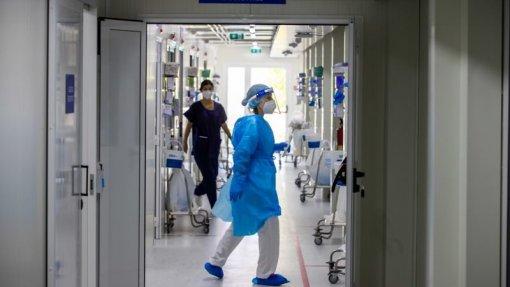 Covid-19: Pressão sobre serviços de saúde baixa para menos de metade no desconfinamento