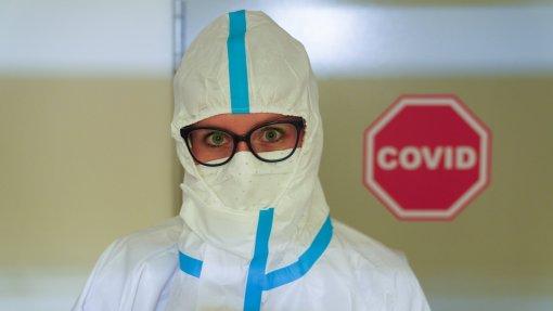 Covid-19: Pandemia já matou mais de 4,71 milhões de pessoas no mundo