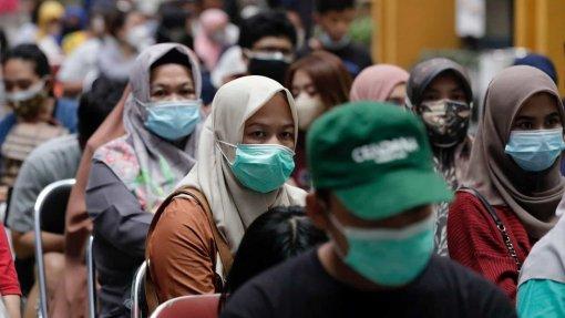 Covid-19: Pandemia já matou pelo menos 4.725.638 pessoas no mundo